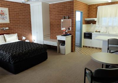 River Gums Motor Inn Accommodation - Studio Apartment